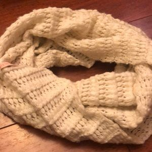 Accessories - Victoria secret infinity chunky scarf
